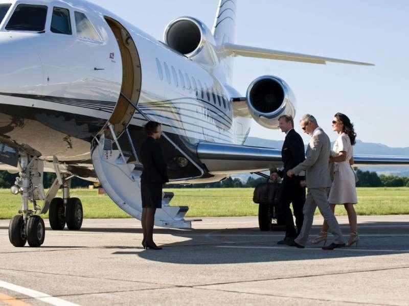 Business jet cabin crew