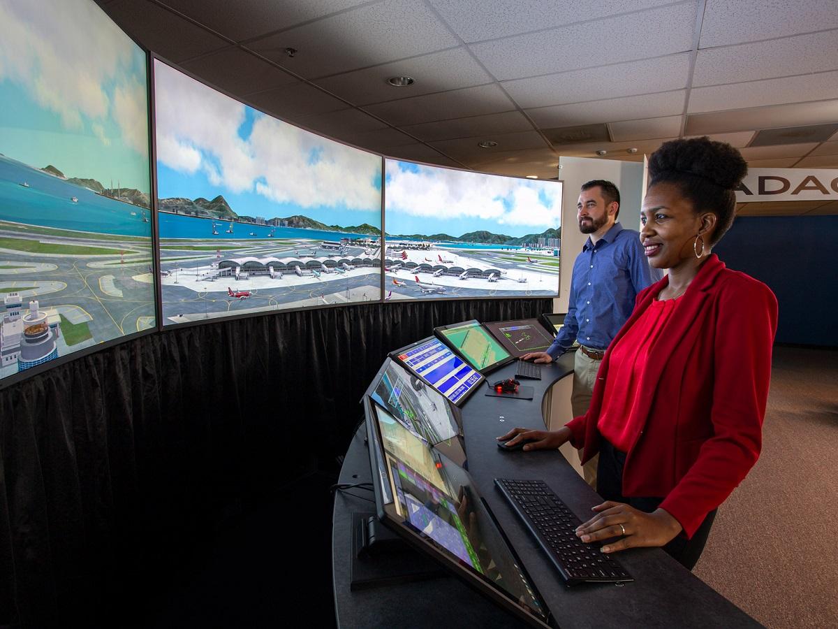 5da96706a2089f083d59cfea maxsim atc state of the art air traffic control and simulation technology