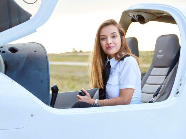as-cas-image-female-cadet-diamon-aircraft.jpg